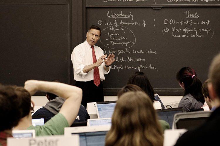 Ini Dia Rincian Pendapatan yang Diterima Dosen PNS Perguruan Tinggi Negeri