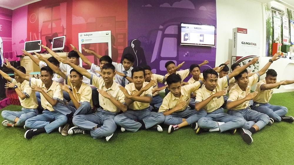 Keseruan teman-teman TKJ SMK Manba'ul 'Ulum Cirebon di Demoroom