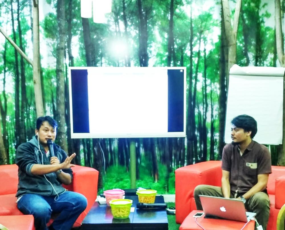 Moderator dyan galih dan angga membuat php web aps
