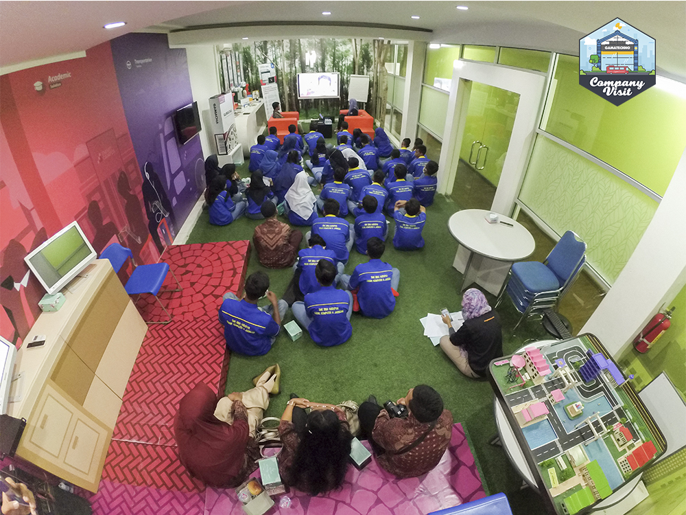 Sesi materi Company Visit SMK Bina Harapan ke Gamatechno
