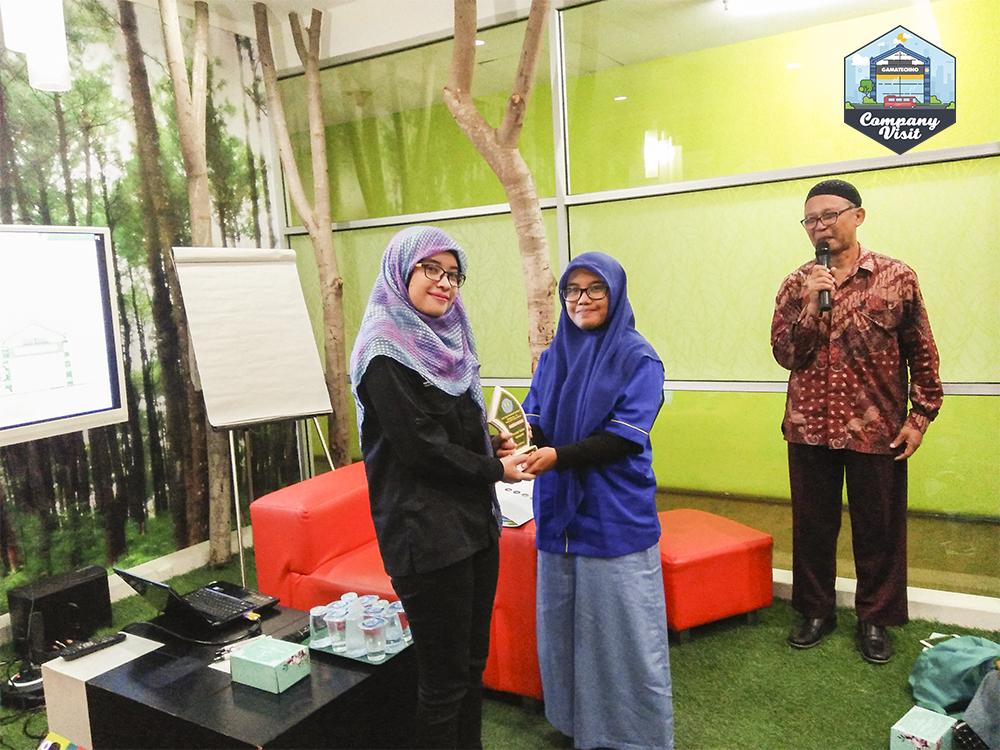 Company Visit SMK Bina Harapan ke Gamatechno cinderamata oleh-oleh