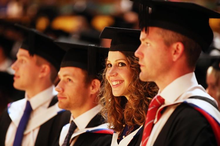 5 Alasan Pentingnya Mengelola Data Alumni Kampus