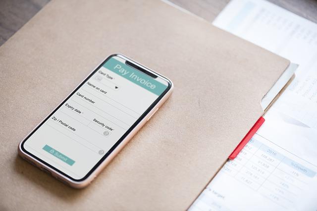 invoice yang jelas, aplikasi invoice, pembayaran tepat waktu