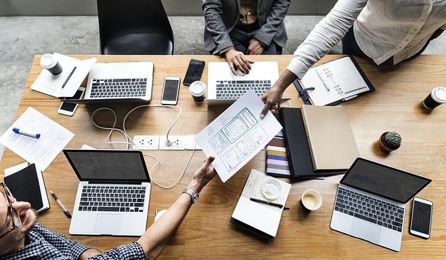 interoperabilitas, smart government, proteksi data, meningkatkan kepuasan pengguna jasa